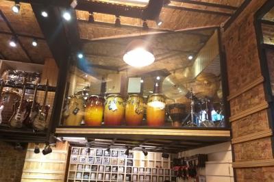 İstanbul, Beyoğlu Çinilihan Davul & Gitar Mağazası, Fotoğraf: (4/7)
