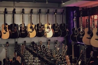 İstanbul, Beyoğlu (Tünel) Elektro Gitar Mağazası, Fotoğraf: (2/2)