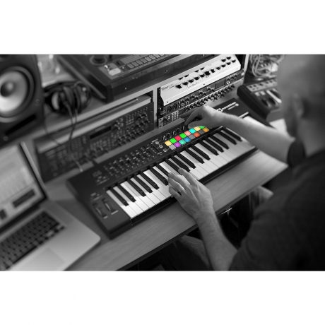 Novation Launchkey 49 MK2 Midi Klavye<br>Fotoğraf: 4/4